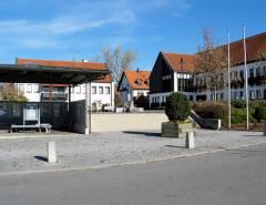 Grossansicht in neuem Fenster: Rathausplatz mit Rathaus in Reichertshausen