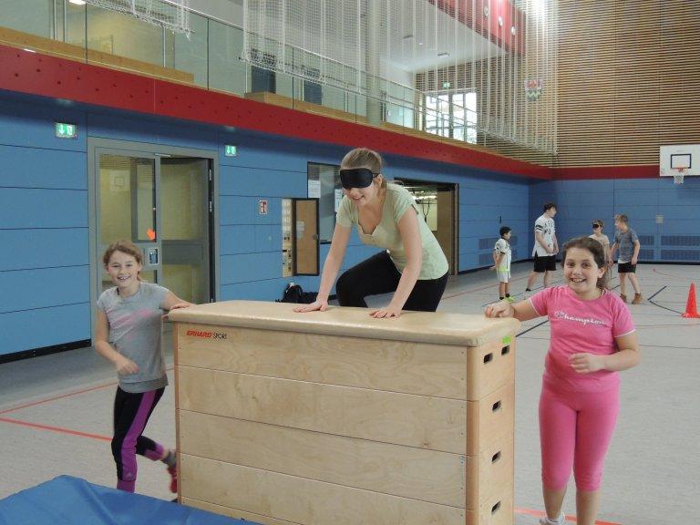 Sportunterricht Akrobatik 1